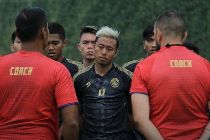 Arema FC tunggu kedatangan pemain asing