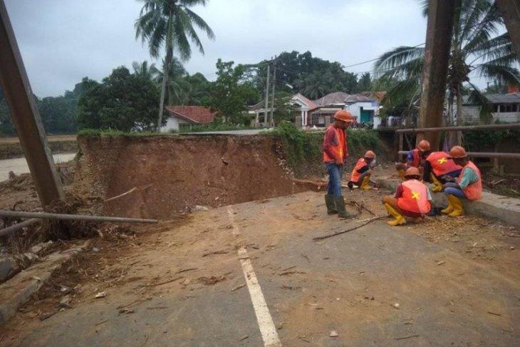 PT Adhi Karya bangun jembatan putus terdampak banjir bandang di Lebak