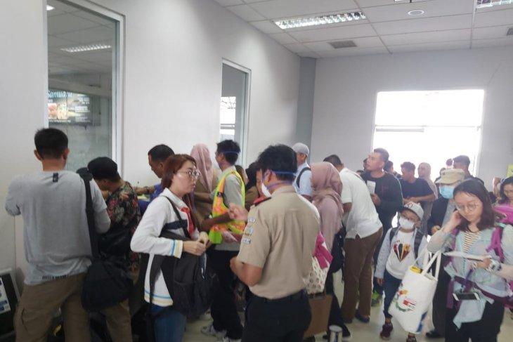 Indonesian health workers in Tarakan must  wear N95 masks