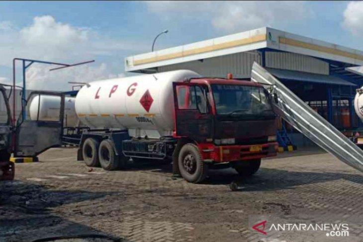 Pabrik pengisian gas di Bekasi terbakar diduga kebocoran selang