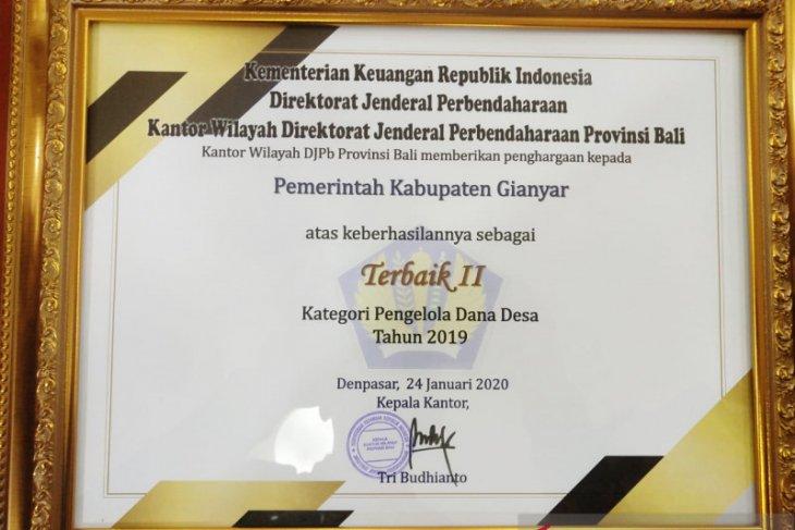 Pemkab Gianyar raih penghargaan pengelola dana desa 2019