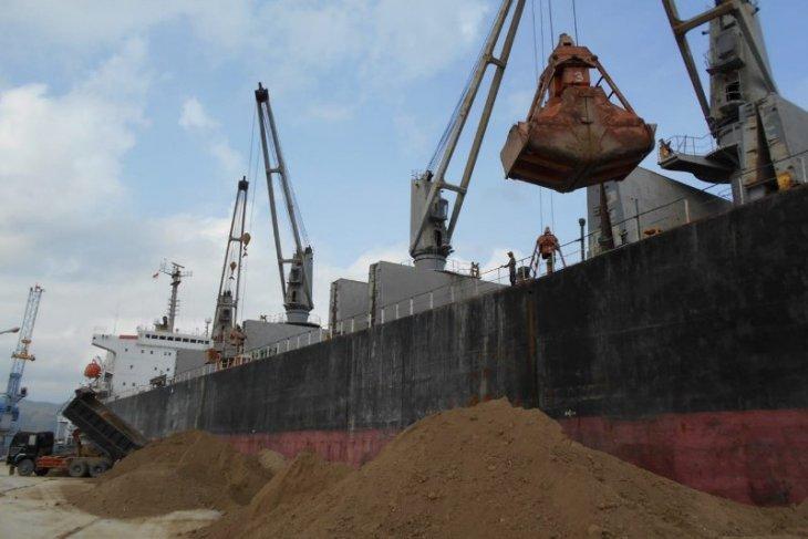 Pelindo I Malahayati layani ekspor tanah pozzolan ke Bangladesh