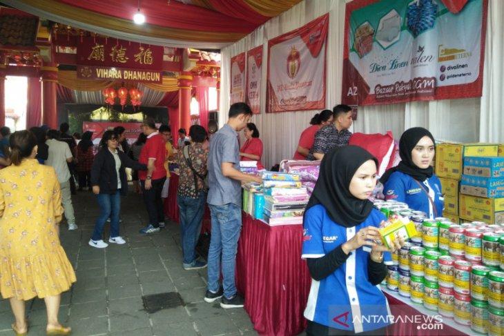 Vihara Dhanagun Kota Bogor gelar bazaar rakyat