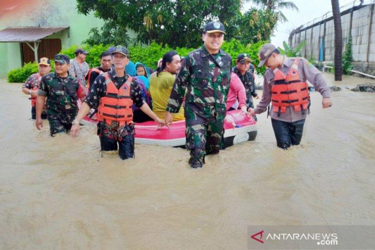 Sungai Cilamaya meluap rendam ratusan rumah di Karawang