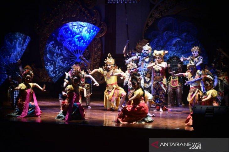 SMKN 3 Sukawati tampilkan rasa bakti Pandawa di Bulan Bahasa Bali