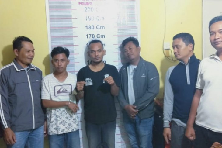Polisi Secanggang Langkat ringkus dua warga miliki narkotika