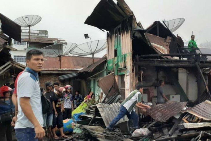 Api hanguskan belasan rumah di Kelurahan Melayu Pematangsiantar