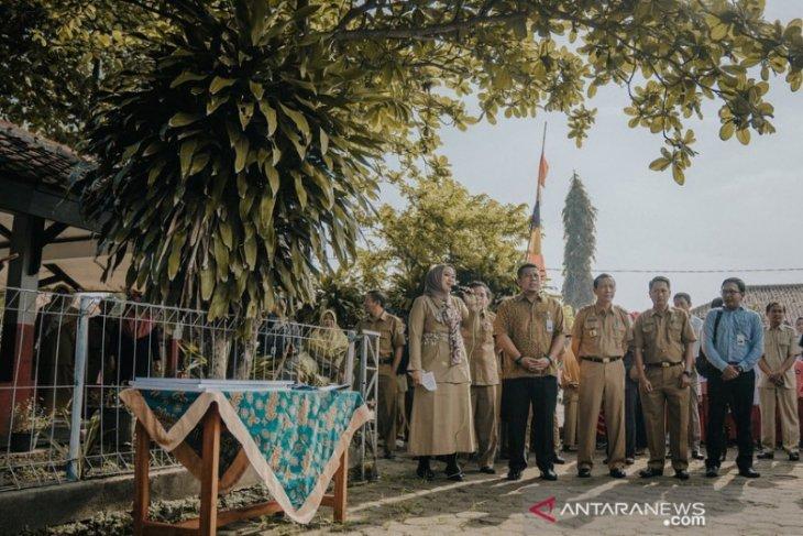 Pemkab Karawang minta dana CSR BJB untuk memperbaiki sekolah ambruk
