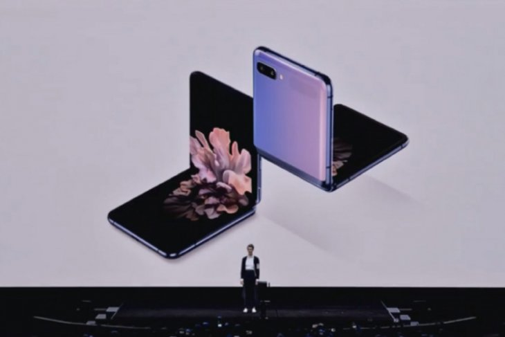 Samsung resmi rilis ponsel layar lipat