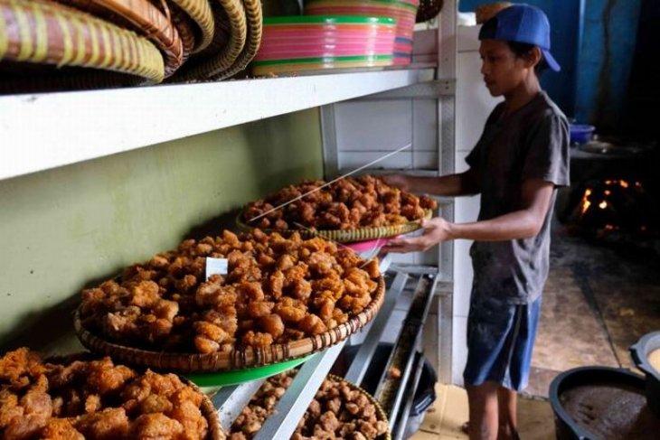 Produksi gethuk goreng Sokaraja