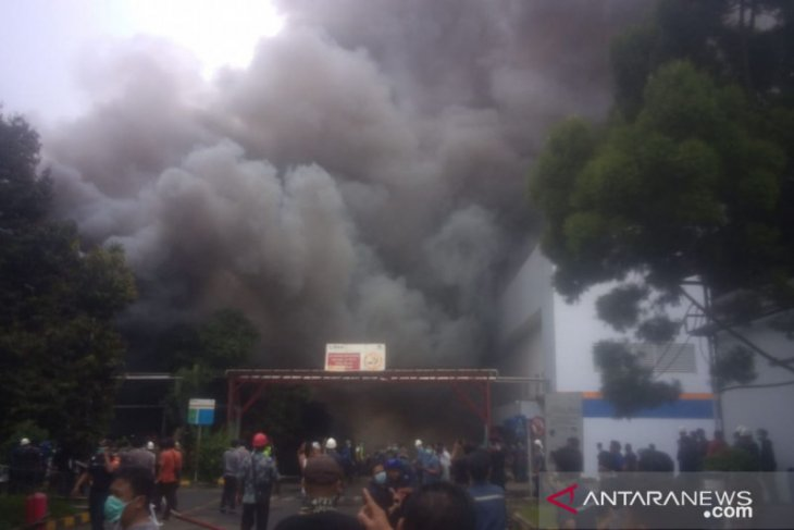 Kebakaran terjadi di pabrik kosmetik PT Kino Indonesia , Sukabumi