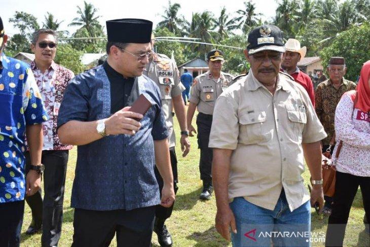 Warga Selat Nasik Antusias Kehadiran Gubernur Erzaldi Rosman