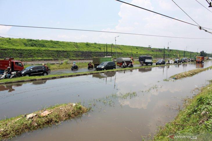Jalan raya porong banjir