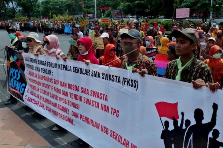 Unjuk rasa guru SMA swasta