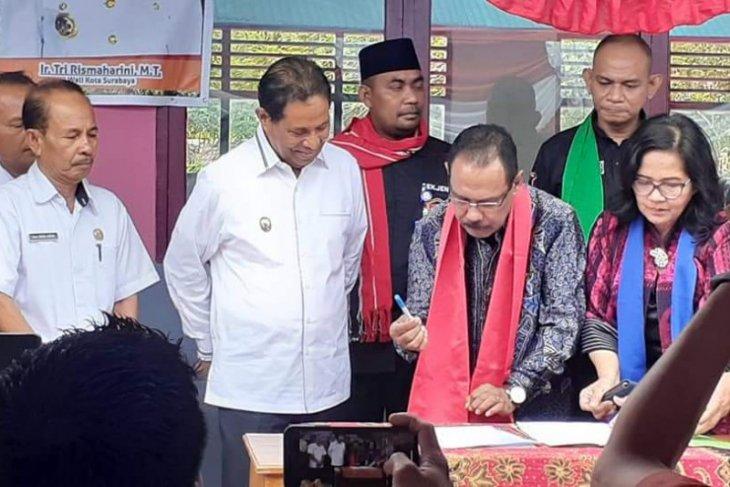 Pemkot Surabaya bantu gedung sekolah di Kabupaten Maluku Tengah