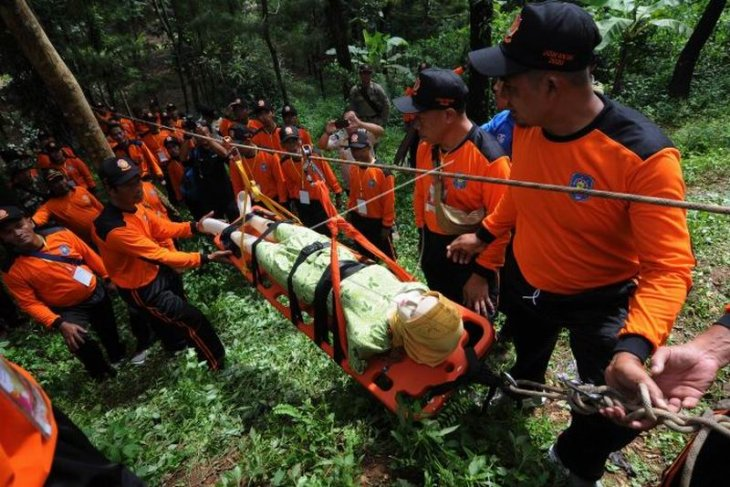 Simulasi penyelamatan korban bencana alam