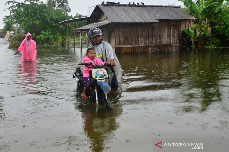 Sungai Wulan Kudus meluap, ratusan rumah tergenang banjir