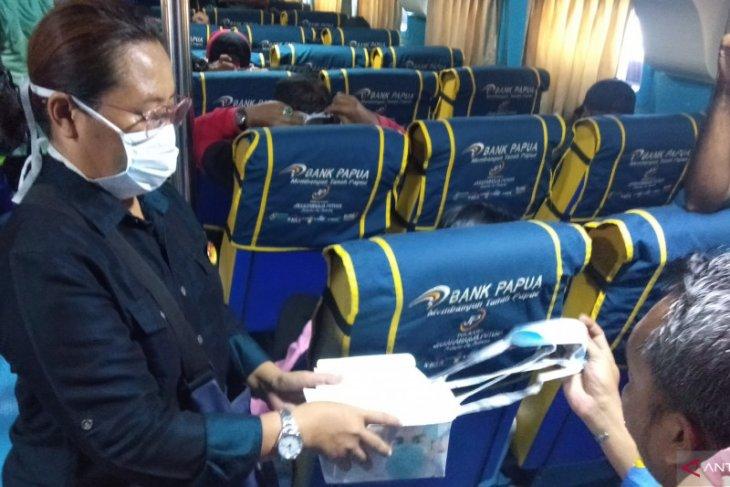 HPI bagikan masker bagi penumpang kapal tujuan Raja Ampat