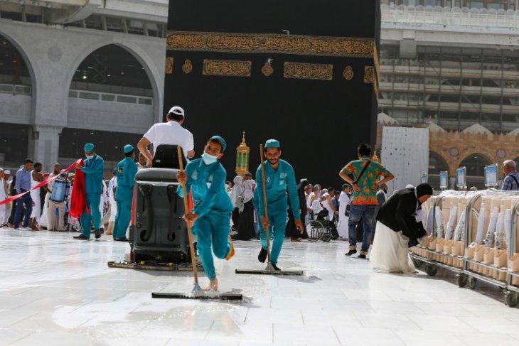 Masjidil Haram dan Masjid Nabawi kembali dibuka