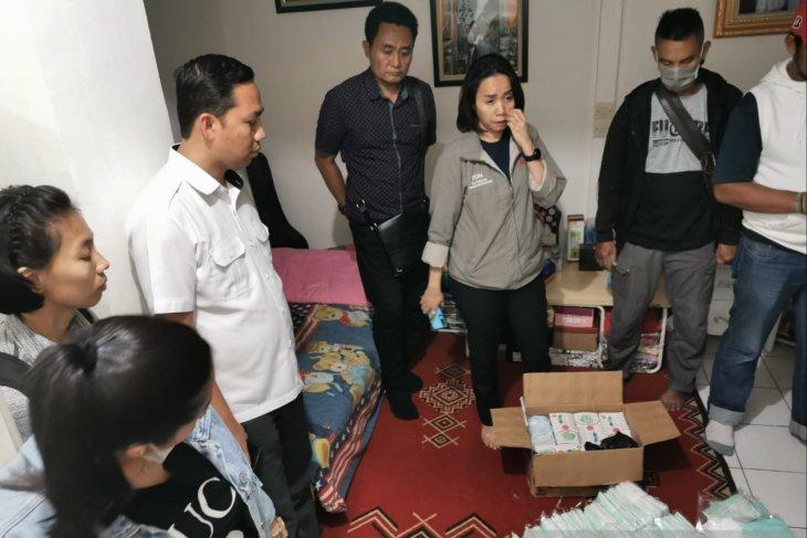 Indonesian police seize 60,000 stockpiled face masks-н зурган илэрц