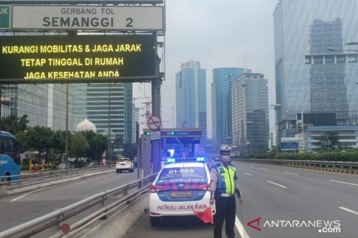 Jakartans begin understanding importance of staying at home: police