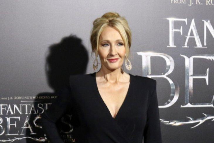 JK Rowling akan terbitkan dongeng tentang penyalahgunaan kekuasaan