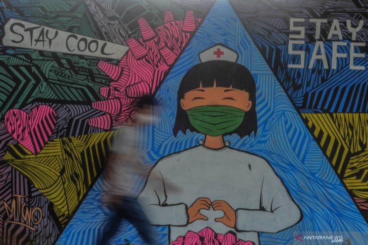 Berjuang lawan virus Corona melalui mural