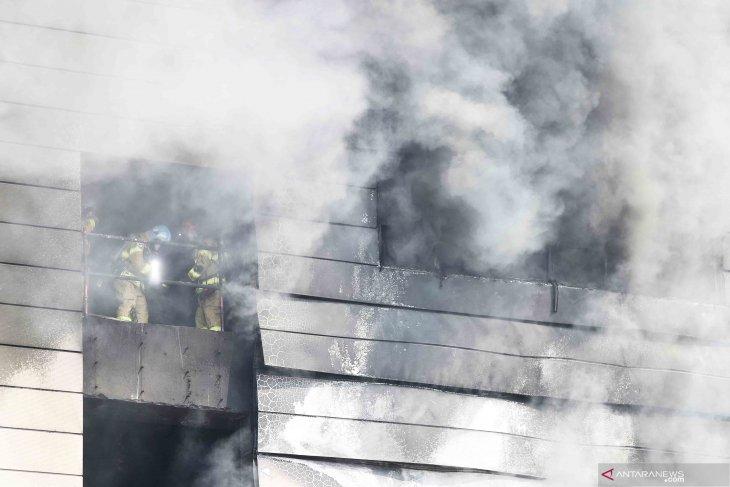 Sedikitnya 38 orang dilaporkan tewas akibat kebakaran di sebuah proyek renovasi gudang