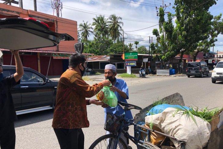 Serikat Pekerja Bni Padang Peduli Sahabat Bagikan 340 Paket Sembako Antara Sumbar