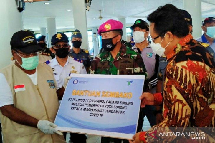 PT Pelindo serahkan 300 paket bapok bagi Pemkot Sorong