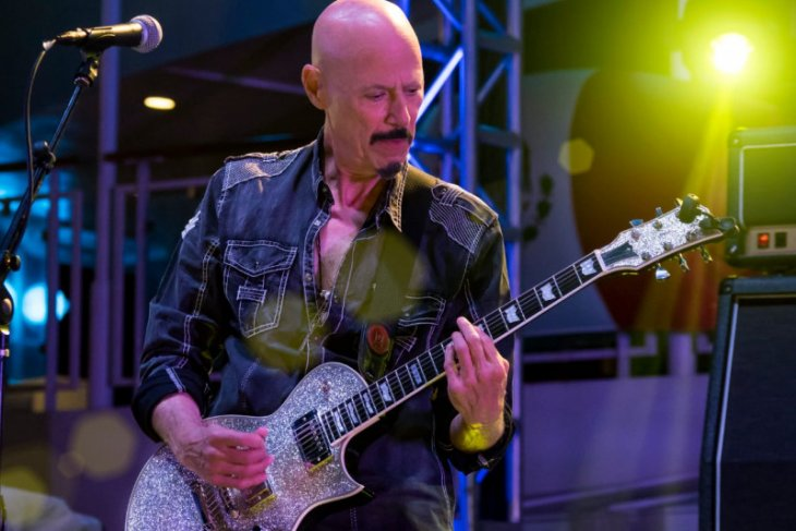 Gitaris Kiss Bob Kulick meninggal dunia di usia 70 tahun