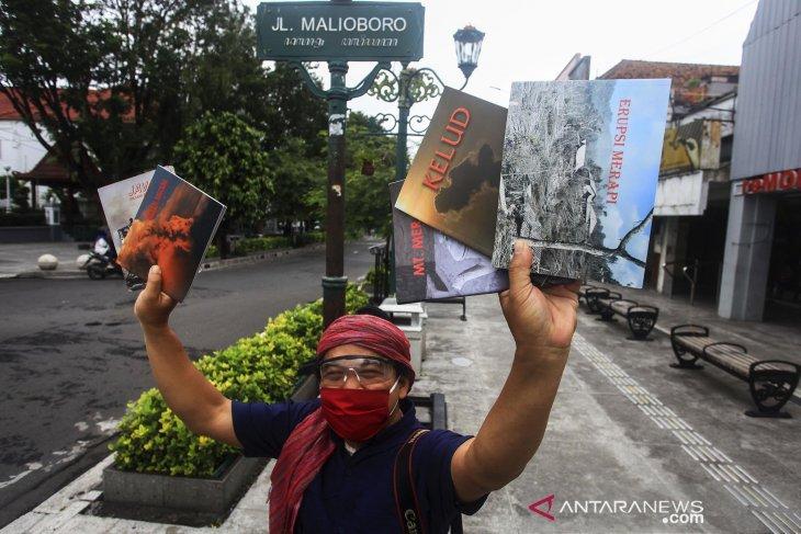 Jurnalis Foto jual buku untuk bantu warga terdampak COVID-19