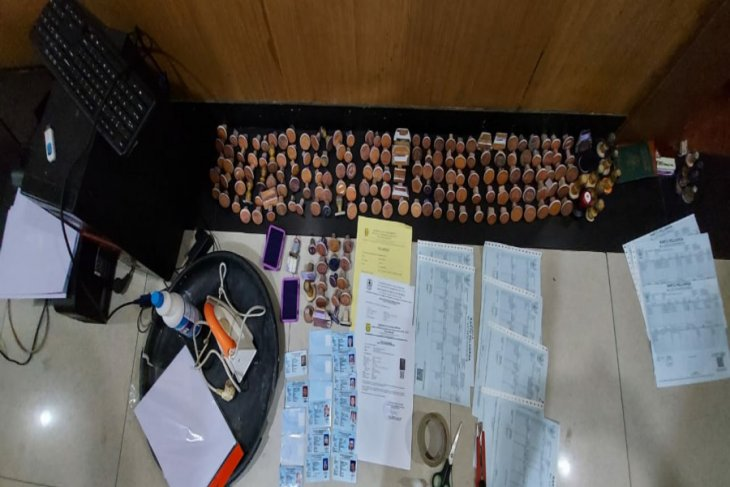 Polisi bongkar sindikat pencetak dokumen palsu