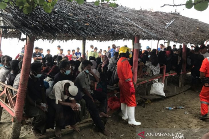 Rohingya refugees undergo rapid diagnostic tests for COVID-19 in Aceh