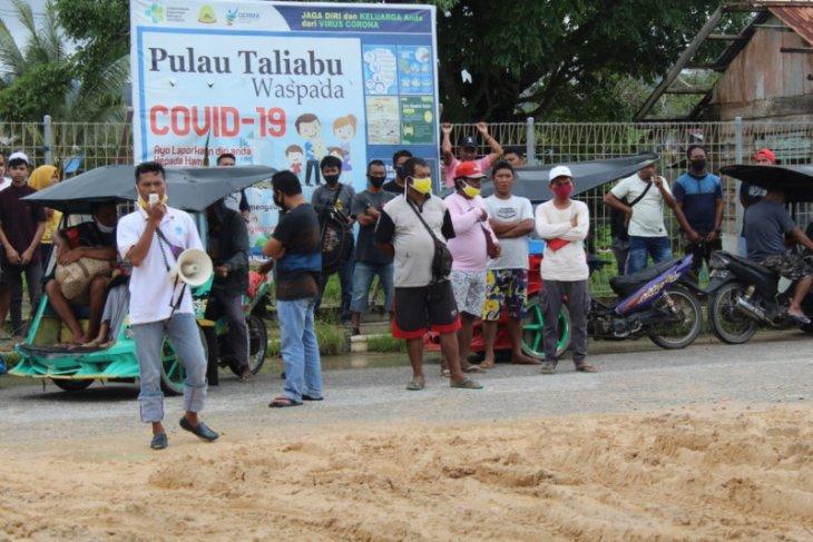 Tim Dinkes Malut didemo warga Kabupaten Pulau Taliabu