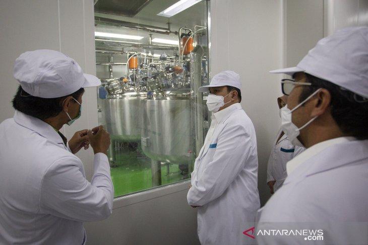 Menteri BUMN tinjau fasilitas produksi vaksin COVID-19 di Bio Farma