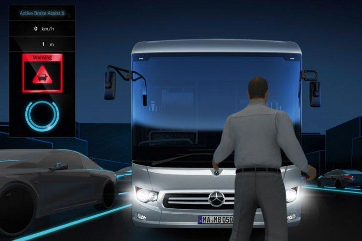 Daimler sematkan pengereman otomatis ke bus Mercedes-Benz 1
