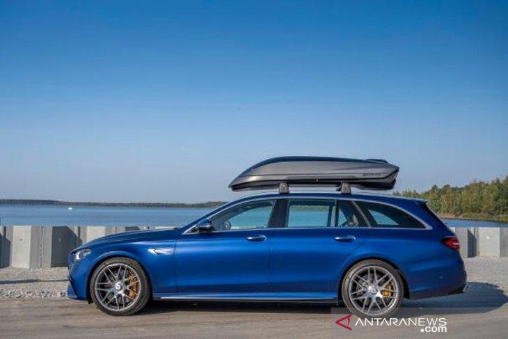 Mobil mewah juga bisa bergaya dengan roof box 1