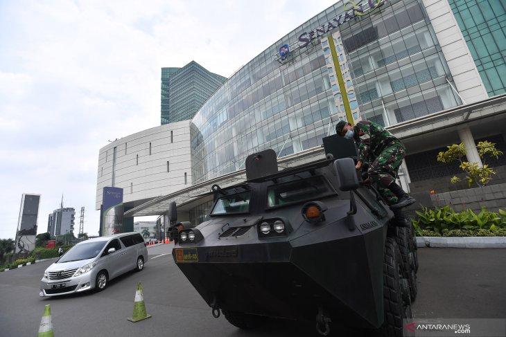 Unjuk rasa tolak Cipta Kerja berlanjut, TNI bantu pengamanan pusat perbelanjaan di Jakarta