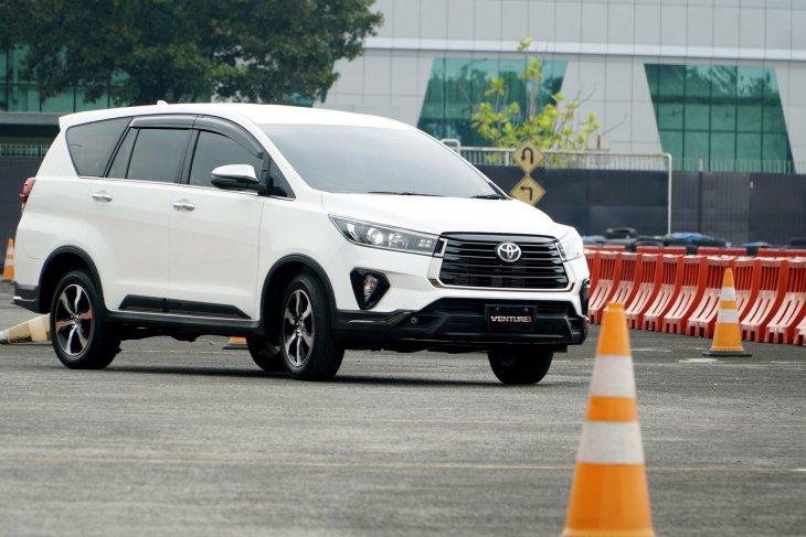 Mengintip penyegaran baru di Toyota Kijang Innova 2020 1