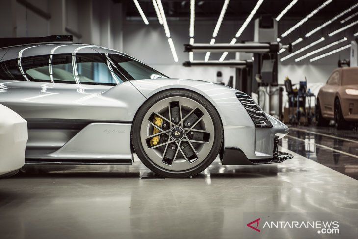 """Porsche Unseen"" ungkap konsep hingga desain mobil ikonis 1"