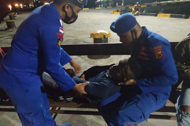 Ditpolairud Polda Maluku evakuasi tujuh ABK keracunan gas di Aru
