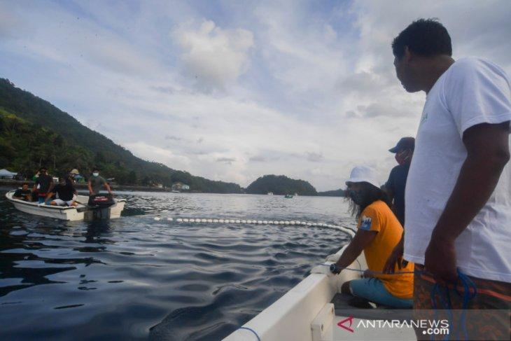 Econusa manfaatkan jaring bersihkan laut Banda Neira