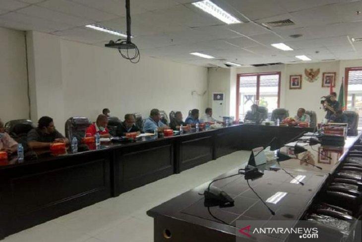 Pendapatan Perum PNRI Ambon turun akibatkan gaji karyawan tertunda
