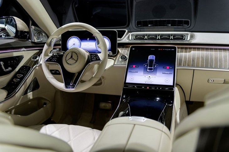 Melongok mewahnya Mercedes-Maybach S-Class berbanderol Rp3 miliaran 2
