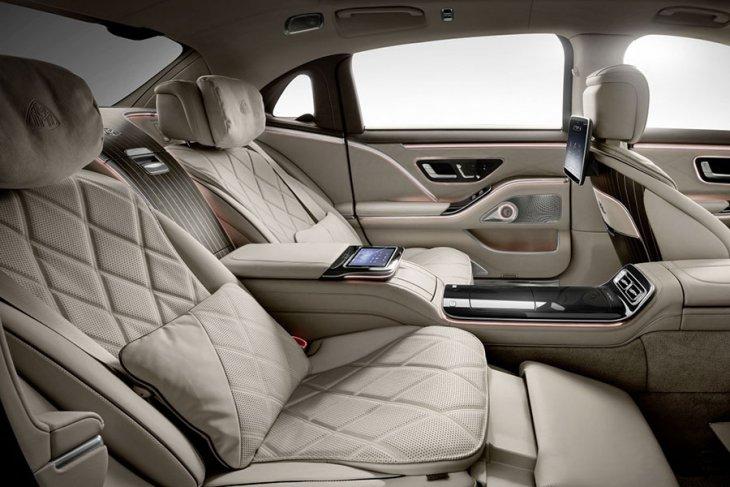 Melongok mewahnya Mercedes-Maybach S-Class berbanderol Rp3 miliaran 4
