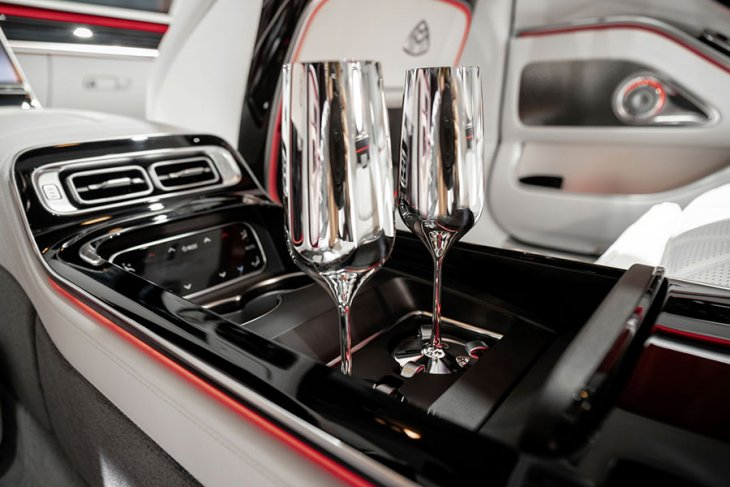 Melongok mewahnya Mercedes-Maybach S-Class berbanderol Rp3 miliaran 6