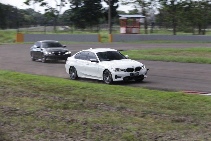 Menguji BMW 320i Sport di dua aspal berbeda 1