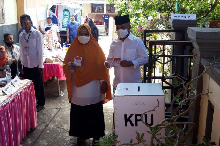 Pasangan calon kepala daerah Ternate salurkan hak politik