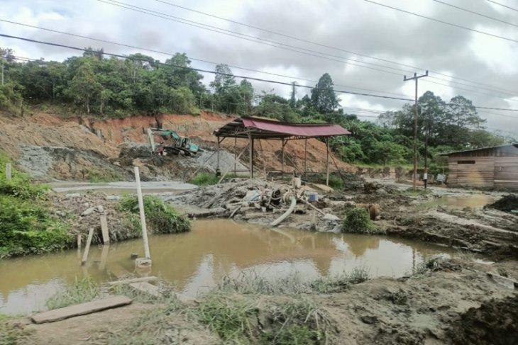 Warga RT 01 Makotyamsa Kabupaten Sorong keluhkan limbah galian C